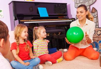 """Bewegung macht Spaß mit dem Spiel der """"Floh-Ball"""""""