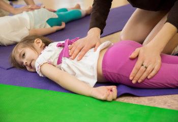 Gegenseitige Massagen für Entspannung und Körperwahrnehmung