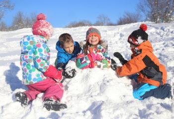 Attraktive Bewegungsspiele im Winter – so macht toben auch bei kalten Temperaturen Spaß