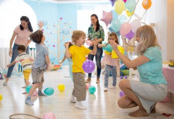 Mit diesen Luftballonspielen fördern Sie die Auge-Hand-Koordination